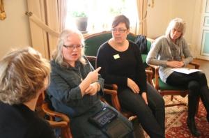 Linda Eriksson och Elisabeth Lindström samt tolkar