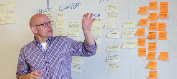 Ole E. Mortensen vid ett möte med en av NKCdb:s IKT-referensgrupper.