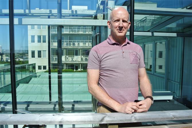 Lars-Åke Hägglund uppmanar oss till att investera i oss själva för att kunna finnas där för andra.