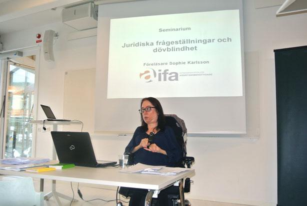 Sophie Karlsson är jurist och specialiserad på LSS.