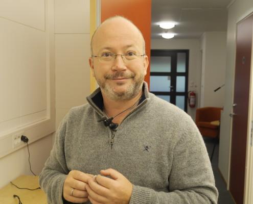 Magnus Tollefsrud, hörselrådgivare stående