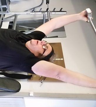 Lars-Ingvar Persson med maskin på gymmet