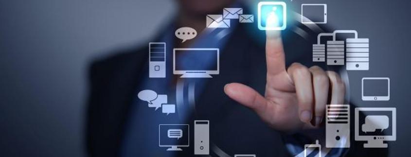 Bildcollage med en rad lysande, svävande ikoner framför en person som rör en av ikonerne med fingret så den - ikonen, inte fingret - lyser kraftigt.