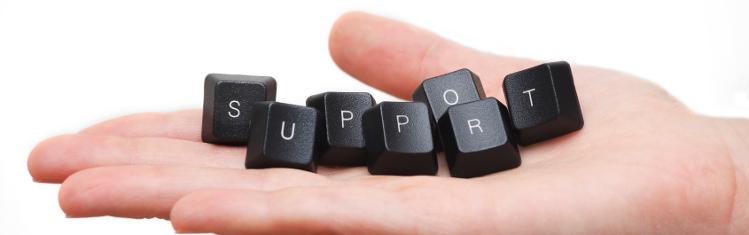 Bilden visar en hand i vilken liggersju tangenter från ett datortangetntbord. Tangenter visar ordet SUPPORT.