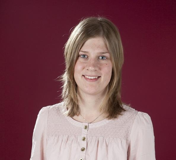 Porträtt Erika Dahlin, halvllångt ljust hår, rosa blus