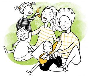 Barn och vuxna sitter tillsammans på golvet. Barnet med dövblindhet är mellan pappans knän.
