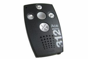 En svart Milestone som det står 312 på och som har 5 knappar med olika yta, placerade i ett kors.