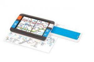 Ett fyrkantigt, digitalt förstoringsglas med handtag ovanpå en tunnelbanekarta.